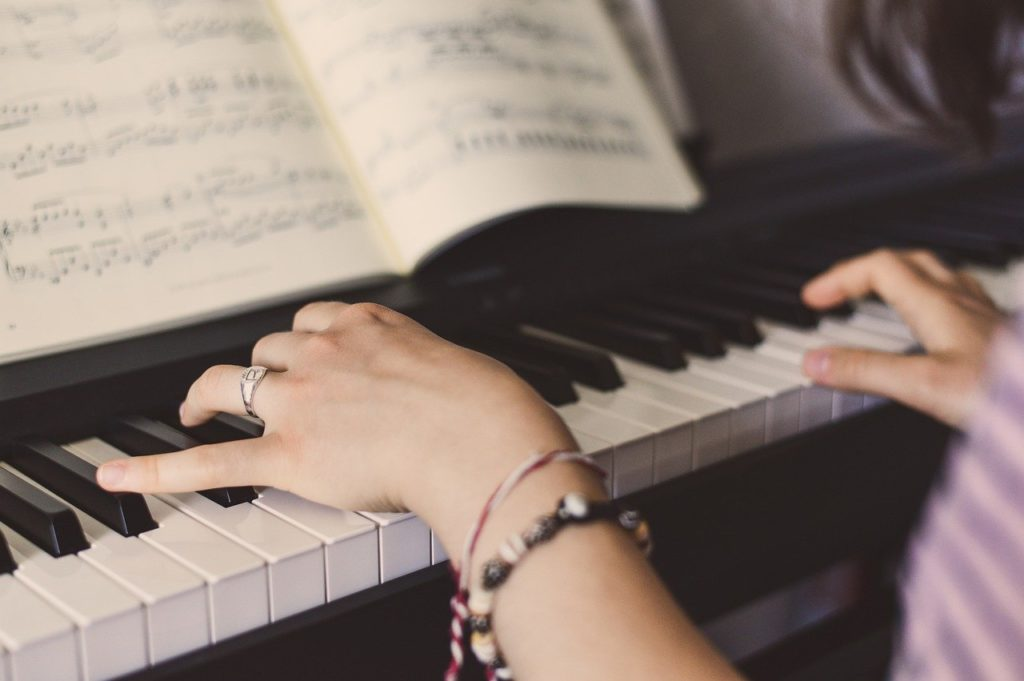 Self-taught pianist- Soundbrenner